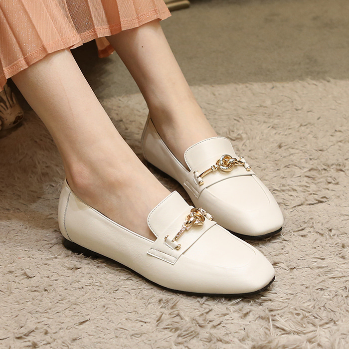 21A806 cream loafer