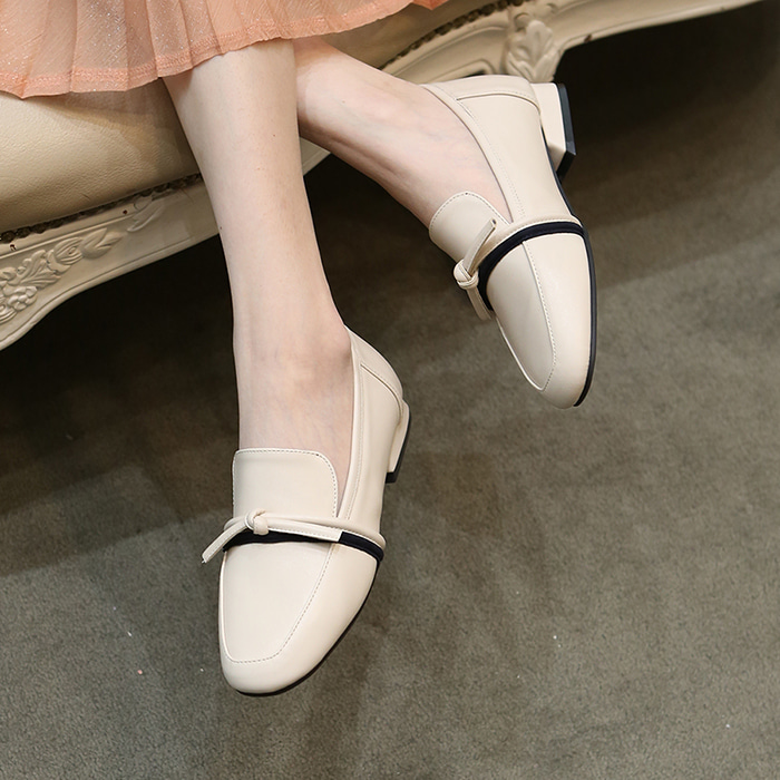 21A8102 cream loafer